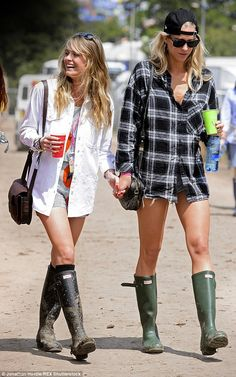 Festival Outfit Cressida Bonas covers up in a black beanie and pyjama-style trousers Cressida completed her festival look with an oversized white t-shirt, trendy pair of Hunter wellies and some black knee-high socks Festival Looks, Festival Wear, Festival Outfits, Festival Fashion, Festival Style, Black Knee High Socks, Oversized White T Shirt, Ladies Wellies, Boho Fashion