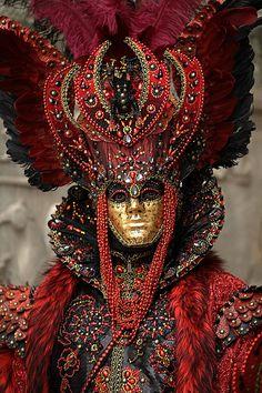 Venice Carnevale by Garry Platt Venice Carnival Costumes, Venetian Carnival Masks, Mardi Gras Costumes, Carnival Of Venice, Carnival Dress, Venice Carnivale, Venice Mask, Costume Venitien, Costume Carnaval