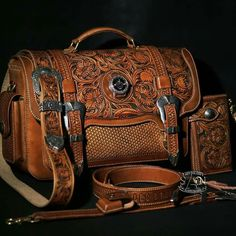some leather work that. Leather Carving, Leather Art, Leather Design, Leather Tooling Patterns, Leather Pattern, Leather Briefcase, Leather Wallet, Leather Purses, Leather Handbags