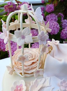Shabby Chic SugarPaste Birdcage Shabby Chic Cards, Step Cards, Card Making Tutorials, Bird Cage, Bird Houses, Paper Crafts, Table Decorations, Creative, Floral