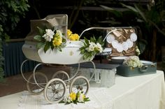 This Gender Neutral Baby Shower was inspired by this vintage carriage! #genderneutral #babyshower