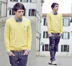 Love this look! Yellow sweaters are my must have this season Polo Sweater, Men Sweater, Photo Adolescent, Cool Bow Ties, Yellow Bow Tie, Man Dressing Style, Adolescents, Yellow Shirts, Sharp Dressed Man