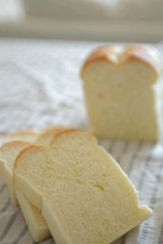 カットしたら倒れちゃうくらい、ふわんふわんのパン(♥´罒`♥) Recipes With Yeast, Bread Maker Recipes, Pastry Recipes, Dessert Recipes, Cooking Recipes, Desserts, Japanese Bakery, Japanese Bread, Japanese Sweet