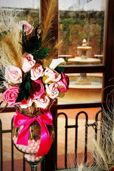 Lindo este arranjo !!!! Arte Floral, Gift Wrapping, Gifts, Wedding, Party, Products, Roses, Flowers, Centre