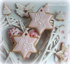 Madre mía que responsabilidad!!!Desde que anuncié que compartiría la receta de glasa para decorar galletas que utilizo no han hecho más que llegarme comentarios dándome las gracias, parece que voy…