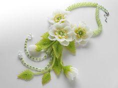 可愛いお花3輪のボリュームネックレス