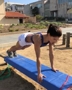 Beach circuit!  40seconds on 20seconds rest 3-5 rounds #alexiaclark #queenofworkouts #queenteam #fitforHisreason