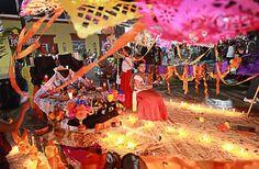 街でもキャンドルが灯され、色とりどりのデコレーションが施された祭壇が作られます。