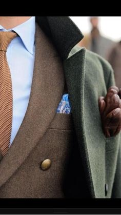 An olive pea coat and a brown blazer are an elegant combo that every modern gentleman should have in his sartorial collection. Der Gentleman, Gentleman Style, Fashion Mode, Girl Fashion, Mens Fashion, Fashion News, Fashion Menswear, Color Fashion, Fashion Updates
