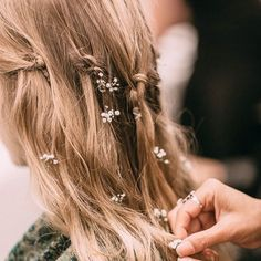 Baby blooms in wavy hair stunning wedding hairstyles with braids for amazing look in your big day Wavy Hair, Her Hair, Tousled Hair, Thick Hair, Pretty Hairstyles, Wedding Hairstyles, Latest Hairstyles, Hairstyle Ideas, Bridal Beauty