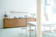 white and wood: Kleinlab on Milkmagazine.net | Photos : Annelore van Herwijnen, Styling: Inge de Lange