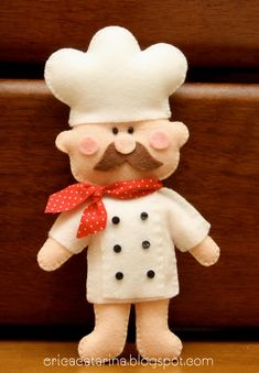 lAt Christmas, I have a small tree decorated with all sorts of kitchen utensils, tea pots, and Williams Sonoma bakers. I think this little felt chef will be joining the party!