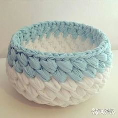 Crochet bag zpagetti diy New ideas Crochet Bowl, Crochet Diy, Crochet Basket Pattern, Knit Basket, Crochet Crafts, Crochet Projects, Crochet Patterns, Bag Patterns, Crochet Baskets