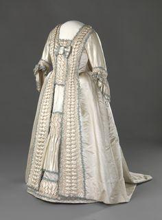Norwegian wedding dress,  Hand Woven silk satin, glazed linen fabric, silk trimmings, 1780, Nasjonalmuseet