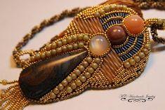 Bolt Pendant       Mi bead embroidery pendant   que no tenia idea como decorarlo, asi es   fui poco a poco viendo los beads que mejor   l...