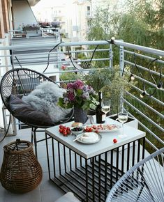 small balcony with metal railings and coordinating metal wire furniture - Balcony n Garden - Balcony Furniture Design Condo Balcony, Balcony Chairs, Glass Balcony, Small Balcony Decor, Small Outdoor Spaces, Apartment Balcony Decorating, Balcony Plants, Balcony Railing, Apartment Balconies