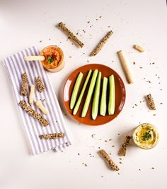 How to make hummus from scratch: natural sesame, lemon and paprika hummus and spicy pepper hummus Mediterranean Diet Pyramid, Mediterranean Recipes, Make Hummus, Natural Flavors, Tapas, Seafood, Spicy, Greek, Favorite Recipes