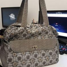 Barbara Emeric sur Instagram: [NEW BAG 👼👜] Quand la meilleure topine de ma soeur accouche, je me dois de tester un nouveau type de bagagerie ! Et en plus ça faisait un…