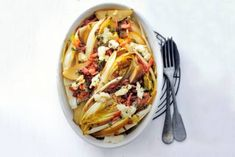 Endive au gratin with pear, goat cheese and smoked bacon Easy Cooking, Healthy Cooking, No Cook Meals, Kids Meals, Healthy Foods To Eat, Healthy Recipes, Deli Food, Good Food, Yummy Food