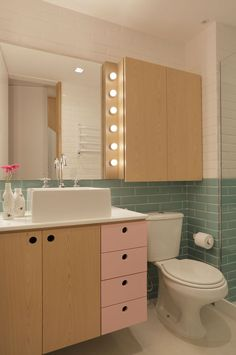 This modern bathroom uses soft colors combined with light wood and white walls. Wood Interior Design, Apartment Interior Design, Luxury Home Decor, Luxury Homes, Dream Home Design, House Design, Light Blue Kitchens, Wood Storage Cabinets, Wood Accents