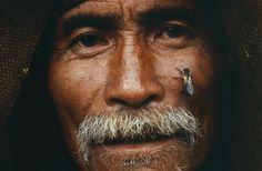 Extraordinary close-up of a #honey hunter of #Nepal. http://www.visualnews.com/2012/06/04/the-honey-hunters-of-nepal/#