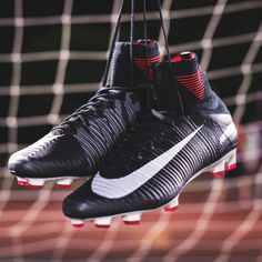 Pitch Dark pack Nike Mercurial; Superfly. Buy yours here -> http://www.soccerpro.com/Nike-SuperFly-c545/