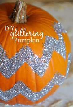 DIY Glittering Pumpkin - a sparkly alternative to pumpkin carving! #halloween