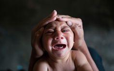 Fotógrafo acompanha família com um bebê diagnosticado com microcefalia em Bonito, no interior de Pernambuco. Veja galeria completa: http://glo.bo/1PZEMz1 #G1 #microcefalia #bebê #criança #saúde