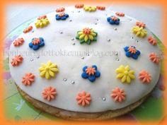 Recette Autre : Quatre-quart fleuri : déco 3d avec pâte d'amande et pâte à sucre par Ottoki