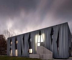 Austrian House Gives New Meaning To The Curtain Wall