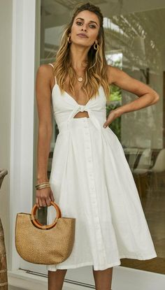 DETAILS The 'Sunshine In The Rain' Dress in White is not one you want to miss out on adding to your spring collection. Night Outfits, Dress Outfits, Fashion Dresses, White Summer Outfits, Summer Dresses, Greece Outfit, Outfits For Greece, Greece Fashion, Spring Summer Fashion