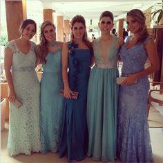 As madrinhas da união entre Paulo Henrique Ganso e Giovanna Costi vestiram variações de tons de azul para celebrar o casamento dos apaixonados