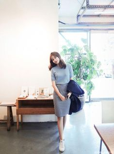 Check out this Gorgeous work korean fashion Korean Fashion Work, Korean Fashion Trends, Korea Fashion, Asian Fashion, Daily Fashion, Korean Style, Modest Outfits, Modest Fashion, Casual Outfits