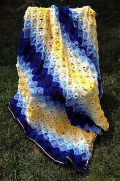 LOVE these colors! Ravelry: Sunshine and Blue Skies throw. Used the Red Heart Twilight Shells Throw free pattern. Crochet Quilt, Knit Or Crochet, Baby Blanket Crochet, Crochet Crafts, Crochet Baby, Crochet Blankets, Baby Blankets, Motifs Afghans, Afghan Crochet Patterns
