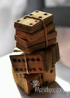 Jeu de domino en bois- photo by Susanne Kings Ideias Diy, Old Toys, Vintage Love, Vintage Tools, Wabi Sabi, Pyrography, Wood Carving, Wooden Toys, Wooden Dice