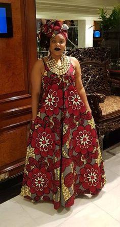 Superbe Robe maxi avec détail de v-cou dans un design traditionnel africain imprimé. Belles couleurs pour le jour ou le soir. Forme très flatteur. Caractéristiques : pas de zip ; détail du col en v, bretelles. Longueur totale : 65 pouces. Couleur : Bordeaux, beige et bleu. MODÈLE : 5
