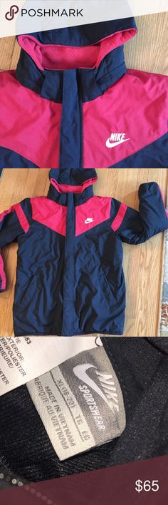 Boy's Nike winter coat.  WARM!  ⛄️ Great hooded coat, fleece interior, two side pockets, detachable hood.  Velcro does not hold on one strip at hood.  A great boy's jacket. Nike Jackets & Coats