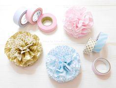 可愛い柄を見付けるとつい買ってしまうマスキングテープ。並べてコレクションするだけでも可愛いですが、どんどん溜まっていく一方で何か良い使い道ないかな~と思う事ってありませんか?ラッピングや誕生日などのお部屋の飾り付けに使えるお花のようなポンポ Rock Crafts, Diy And Crafts, Crafts For Kids, Paper Crafts, Masking Tape, Washi Tape, How To Make Tiles, Origami, Painted Rocks Craft