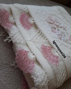 Needle Lace, Lace Making, Baby Knitting Patterns, Couture, Diy And Crafts, Blanket, Beads, How To Make, Crocheting Patterns