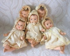 Dionne Quintuplet Composition Baby Dolls dressed in little dresses, coats and bonnets Tiny Dolls, Old Dolls, Cute Dolls, Antique Dolls, Vintage Madame Alexander Dolls, Unusual Baby Names, Effanbee Dolls, 5 Babies, Clay Baby