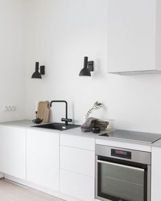 These minimalist kitchen suggestions are equal parts peaceful and also trendy. Discover the ideal ideas for your minimalist design kitchen that fits your preference. Search for outstanding photos of minimalist design kitchen for ideas. Minimalist Home Decor, Minimalist Kitchen, Minimalist Design, New Kitchen, Kitchen Decor, Awesome Kitchen, Skandi Kitchen, Kitchen Ideas, Kitchen Modern