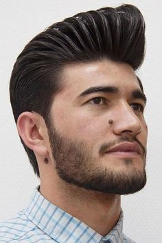 For the trendiest ideas on a pompadour mens hairstyle, turn to our guide. Here, you will find a haircut for anybody, from white to black men, be it an undercut pomp with a taper or curly bangs with a fade. Trendy Mens Hairstyles, Mens Medium Length Hairstyles, Haircuts For Men, Straight Hairstyles, Men's Haircuts, 1950s Hairstyles, Pompadour Men, Pompadour Hairstyle, Undercut Hairstyles