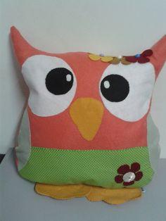 Almofada coruja confeccionada em tecido e feltro com enchimento siliconado anti alérgico. Ideal para decoração .  Frete não incluso R$ 60,00