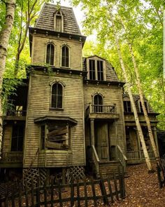 Since we are getting ready for Halloween why not share some scary Victorian homes 😊 If you're interested in selling or buying a Victorian…