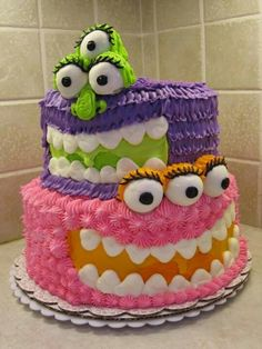 what a cute monster cake! its adorable! it would be perfect for a pair of girl twins!