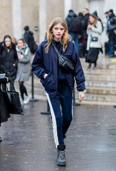 Street style outfits from paris fashion week fall 2016 stylecaster уличная мода Street Style Outfits, Looks Street Style, Autumn Street Style, Looks Style, My Style, Fashion Week Paris, New York Fashion, Cool Street Fashion, Look Fashion