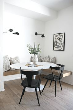 30 Beautiful And Masculine Dining Room Design Ideas - Home Inspiration - Esszimmer Dining Nook, Dining Room Design, Dining Tables, Side Tables, Kitchen Dining, Kitchen Decor, Dining Room Art, Kitchen Corner, Kitchen Tables