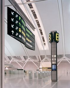 Directional signs at Toronto Pearson International Airport Environmental Graphic Design, Environmental Graphics, Airport Architecture, Futuristic Architecture, Hospital Signage, Airport Signs, Sign System, Tap System, Wayfinding Signs