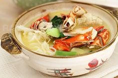 Crab Bee Hoon (Crab Noodles) - Popular crab dish in Singapore. Easy Crab Bee Hoon recipe that you can make at home at a fraction of the cost. Crab Recipes, Wine Recipes, Asian Recipes, Soup Recipes, Ethnic Recipes, Asian Foods, Chinese Recipes, Noodle Recipes, Chinese Food