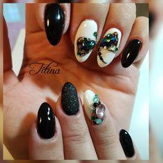 Outlander livelula nails